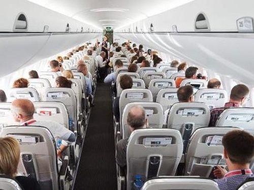 Agar Telinga Bayi Tak Sakit Saat Naik Pesawat, Trik Ini Bisa Anda Coba