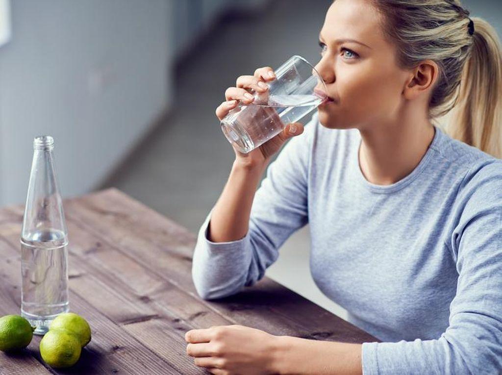 Kapan Sebaiknya Anda Berhenti Minum Air Putih?