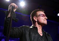 Selama bertahun-tahun, Bono U2 berjuang dengan efek menyakitkan dari sejumlah kecelakaan yang ia alami di atas panggung. Pada 2010, band ini harus membatalkan beberapa konser saat ia pulih dari operasi punggung. Foto: Jonathan Leibson