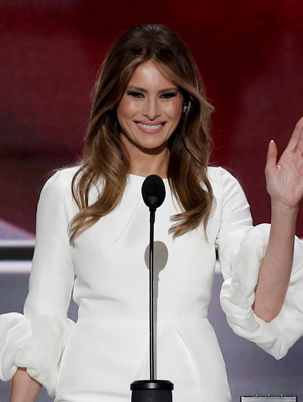 2 Kubu Desainer Fashion Amerika Pro dan Kontra Untuk Dandani Melania Trump