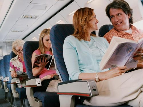 Ini Bahayanya Tidur Saat Pesawat Lepas Landas
