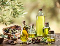 Penggunaan minyak zaitun atau olive oil sangat besar dalam metode diet mediterania. Minyak zaitun memiliki kadar kolesterol dan lemak yang lebih rendah dibandingkan dengan minyak goreng biasa. (Foto: Thinkstock)