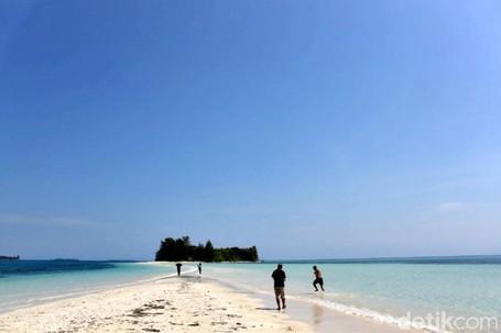 Fenomena Laut Terbelah Di Timur Indonesia