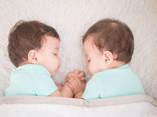 Menjaga Produksi ASI untuk si Kembar