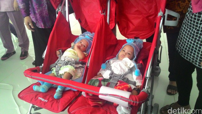 Suasana Haru Saat Bayi Kembar Saqira dan Safira Pamit Pulang ke Dokter