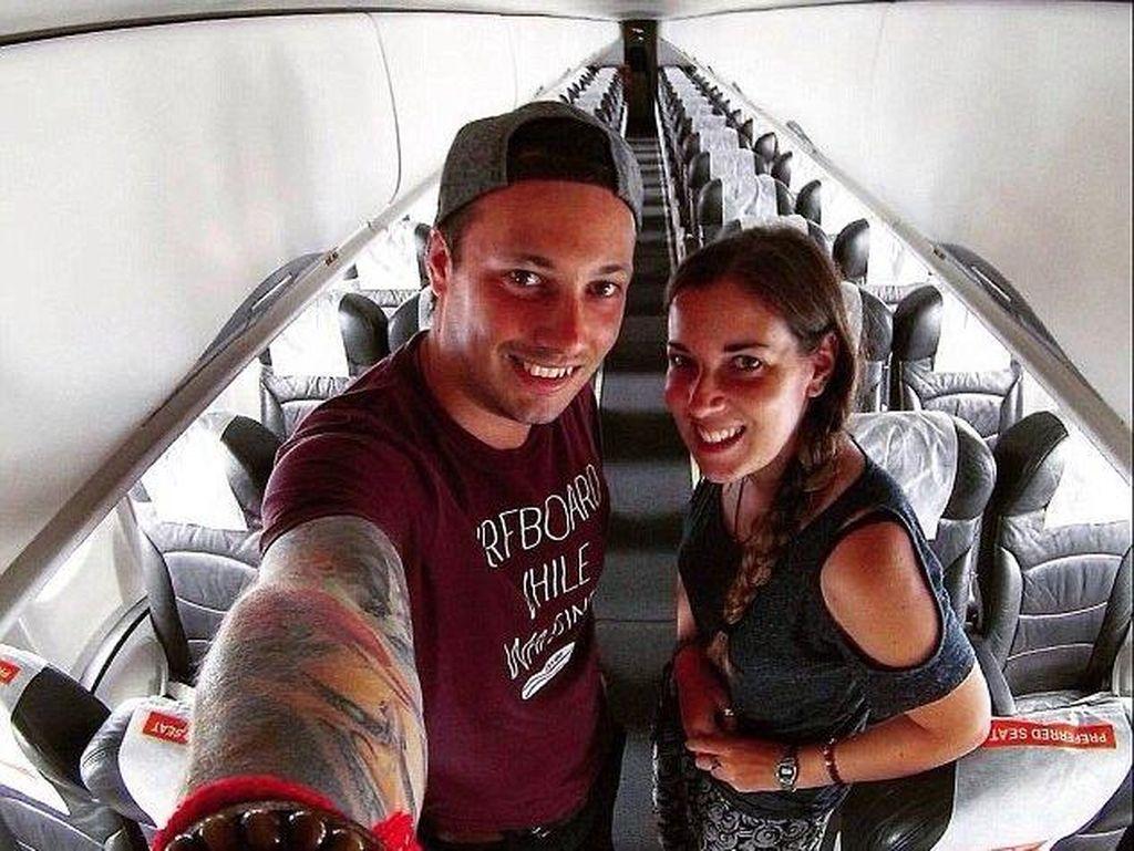 Pasangan Traveler Ini Jadi Satu-satunya Penumpang di Pesawat Malaysia