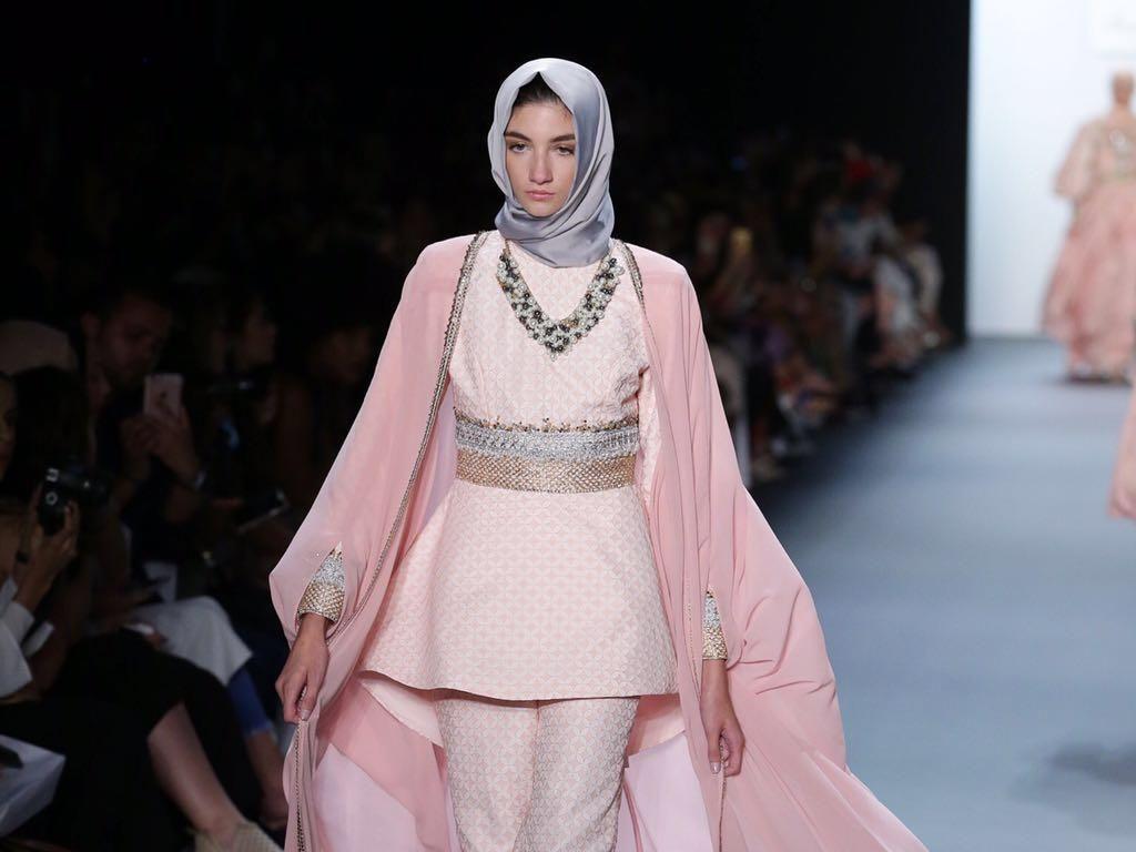 Foto: Lihat Lagi 20 Karya Anniesa Hasibuan di New York Fashion Week