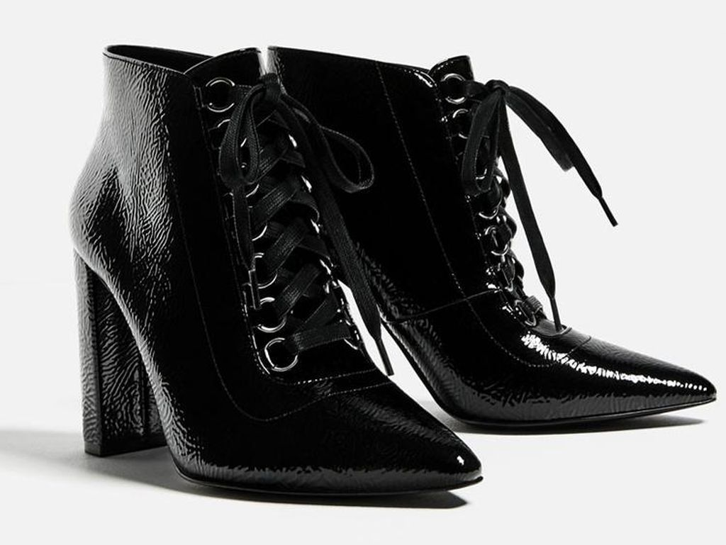 Tampil Edgy dengan 5 Ankle Boots Bertali Ala Selebriti di Musim Gugur