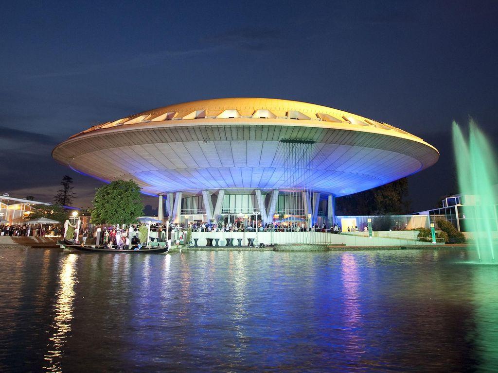 Bangunan Unik Berbentuk UFO Yang Jadi Objek Wisata di Belanda