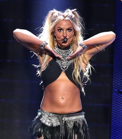 Britney Spears Hadirkan Lagi Kejayaan Rambut Kepang Dua di Era 90-an