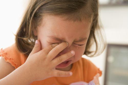 Mengapa Bayi Menangis Saat Bangun Tidur dan di Malam Hari?
