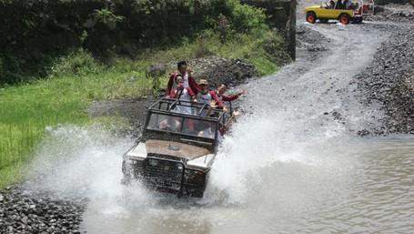 Video Serunya Naik Jeep Lava Tour Merapi