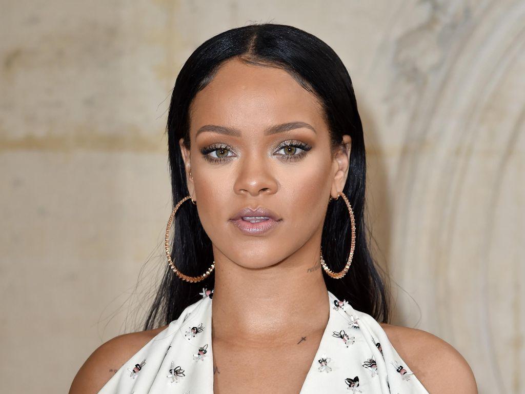 Kolaborasi dengan Puma, Rihanna Akan Rilis Lipstik Hologram
