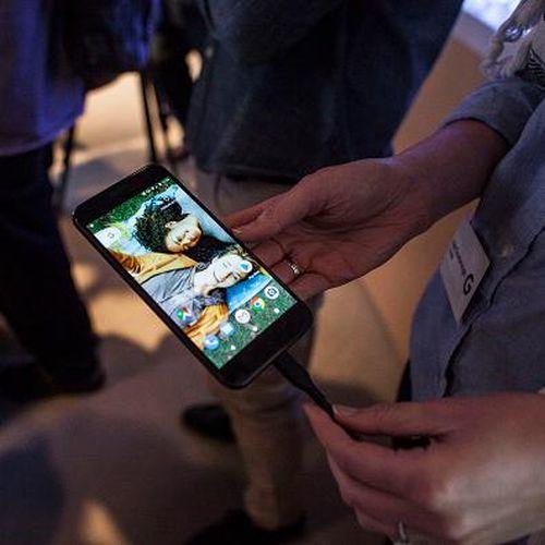 Cuma Butuh 60 Detik untuk Meretas Google Pixel