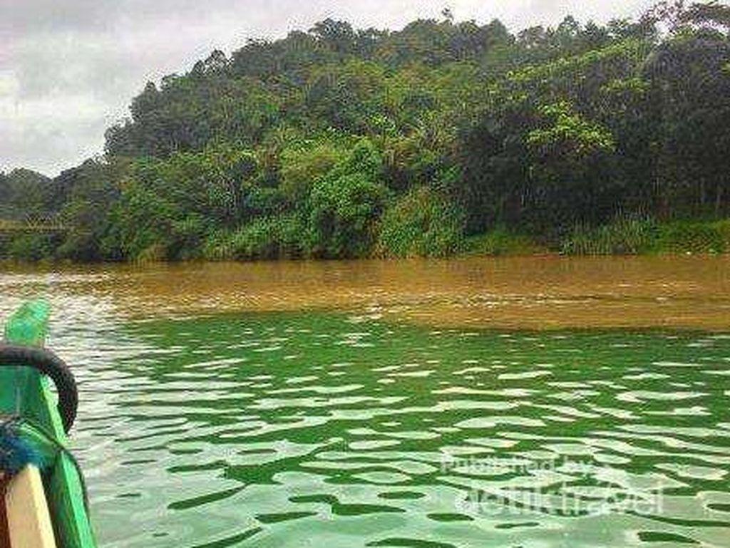 Di Mana Sungai Dua Warna di Sukabumi?