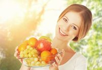 Selain itu beliau juga mengingatkan untuk banyak mengonsumsi buah-buahan yang banyak mengandung air. Contoh buah yang banyak mengandung air adalah jeruk, buah beri, melon atau semangka. (Foto: iStock)