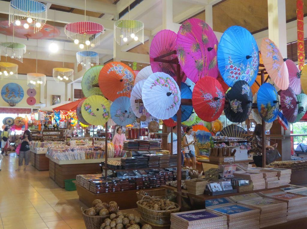 Bukan Tasikmalaya, Ini Payung Buatan Chiang Mai