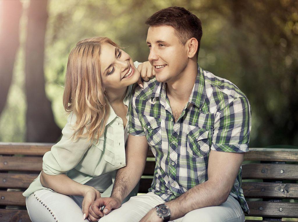 Tentang Suami yang Ingin Istrinya Senyum Setiap Hari