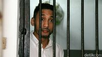 Selain membawa 26 butir psikotropika happy five 7,21 gram, artis Restu Sinaga di tahun 2016 juga kedapatan membawa 17 butir Dumolid seberat 7,47 gram. Majelis Hakim Pengadilan Negeri Jakarta Selatan memberikan hukuman rehabilitasi atas perkara narkotika yang menjeratnya. (Foto: Ismail/detikHOT)