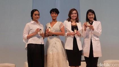 Foto: Eksotisme Kulit Cokelat Tara Basro Saat Berbalut Gaun Putih