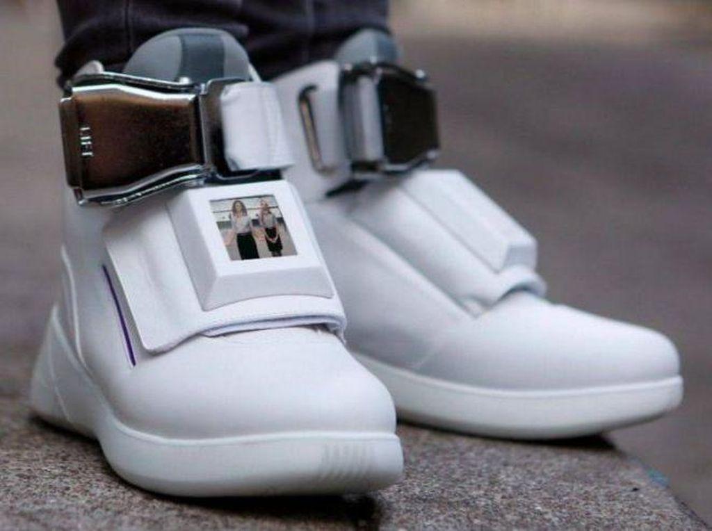 Dilengkapi Layar LED Hingga Wi-Fi, Inikah Sneakers Masa Depan?