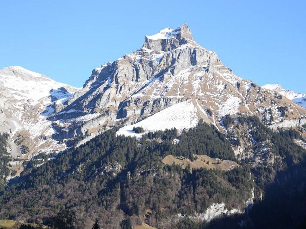 Hamparan Salju Abadi di Puncak Mount Titlis, Swiss