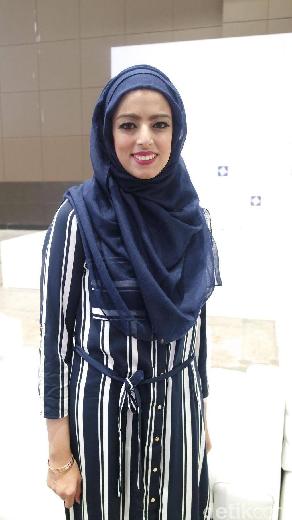 Tantangan Rania Qureshi Pilihkan Gaun untuk Pengantin Berhijab