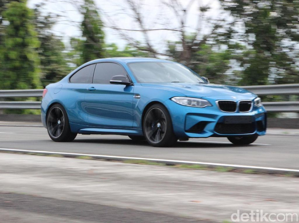 Si Jagoan Ngedrift BMW M2 Coupe
