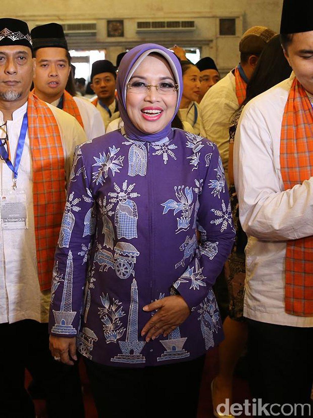 Gaya Fashion Cawagub DKI Jakarta Agus-Sylvi Saat Kampanye
