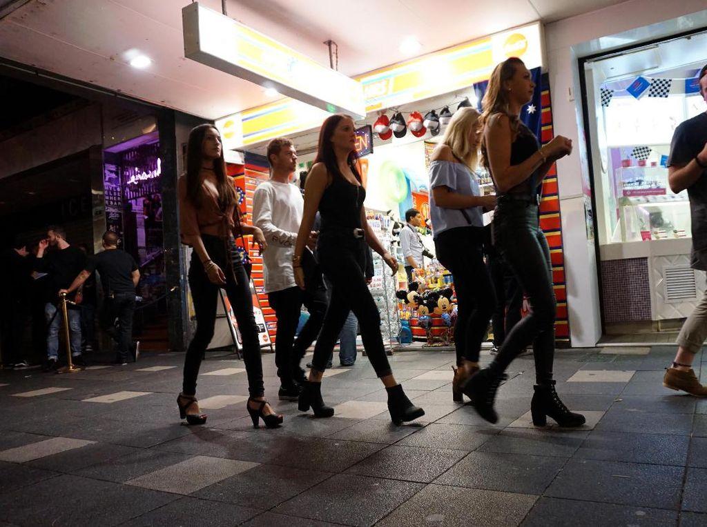 Dunia Gemerlap Gold Coast, Gadis Cantik & Kasino