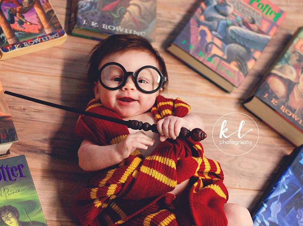 Foto Menggemaskan Bayi 3 Bulan yang Didandani Jadi Harry Potter