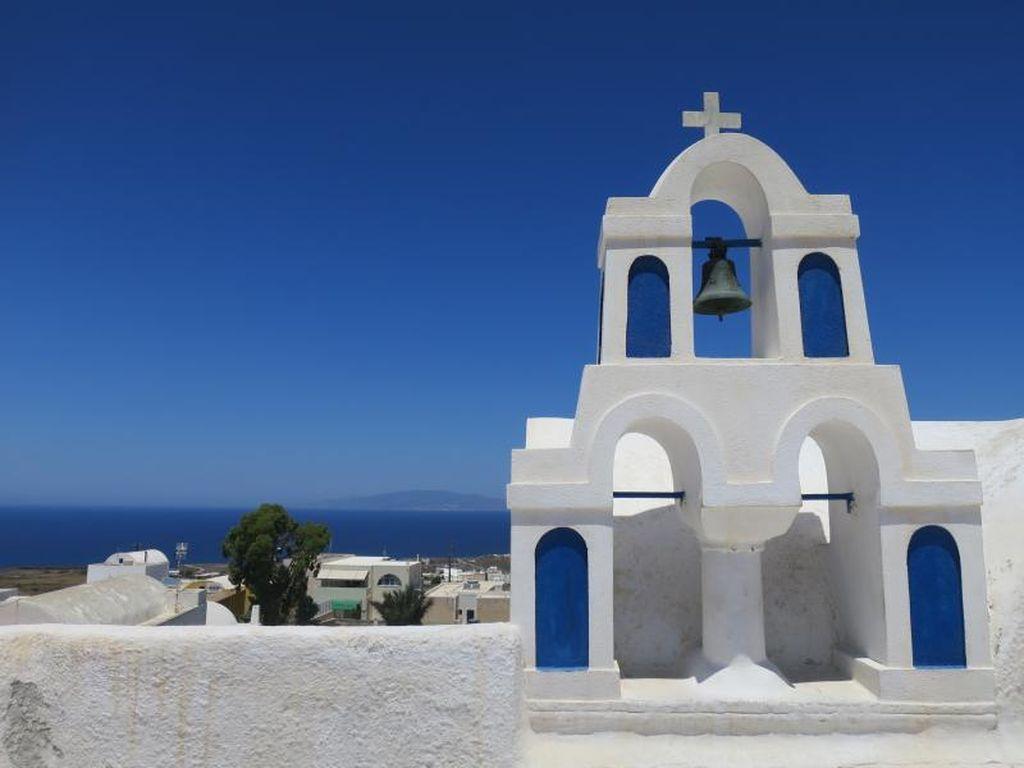 Tips Liburan Ala Backpacker di Santorini