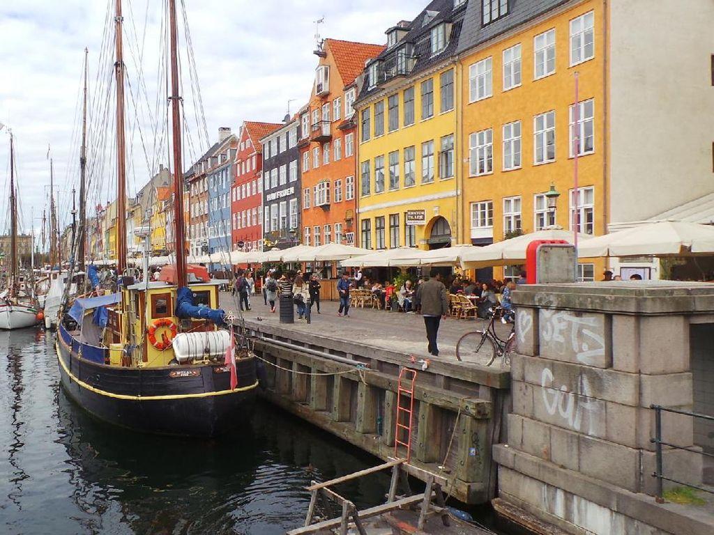 Negeri Paling Bahagia Sedunia, Pelabuhannya Ya Seperti Ini