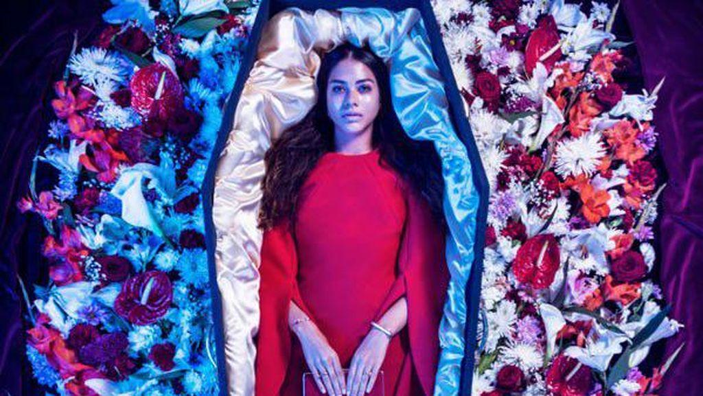 Coffin Couture, Label Busana Fashionable Khusus Untuk Orang Meninggal