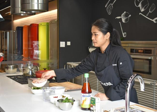 Belajar Bikin Deep Fried Gurame with Chili Sauce dan Tom Yum Pla Langsung Bersama Nyonya Pop