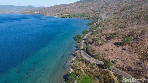 Lewat Jalanan Fotogenik di Sumbawa, Kalau Tidur Rugi