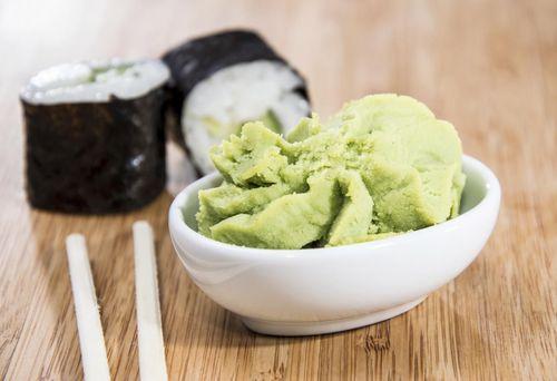 wasabi-palsu-dibuat-dari-campuran-lobak-pedas-dan-pewarna-hijau-makanan