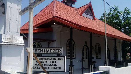 Wow, Gereja Di Pulau Nusalaut Ini Usianya 300 Tahun Lebih!
