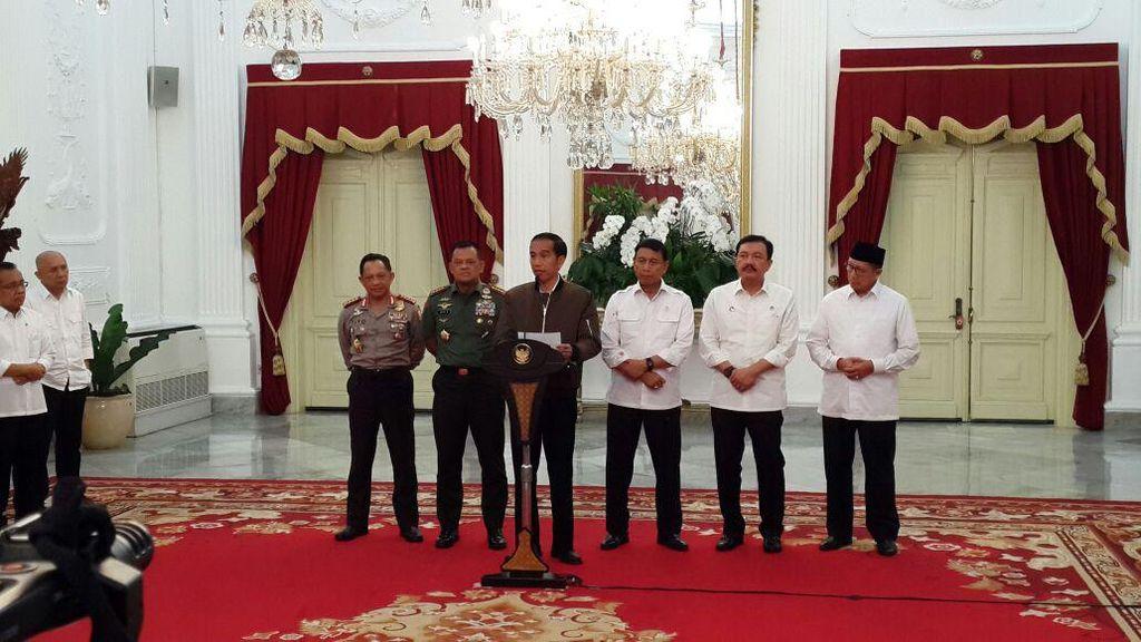 Foto: Jokowi Effect, Busana yang Dipakai Jokowi Laris Manis Diserbu Pembeli