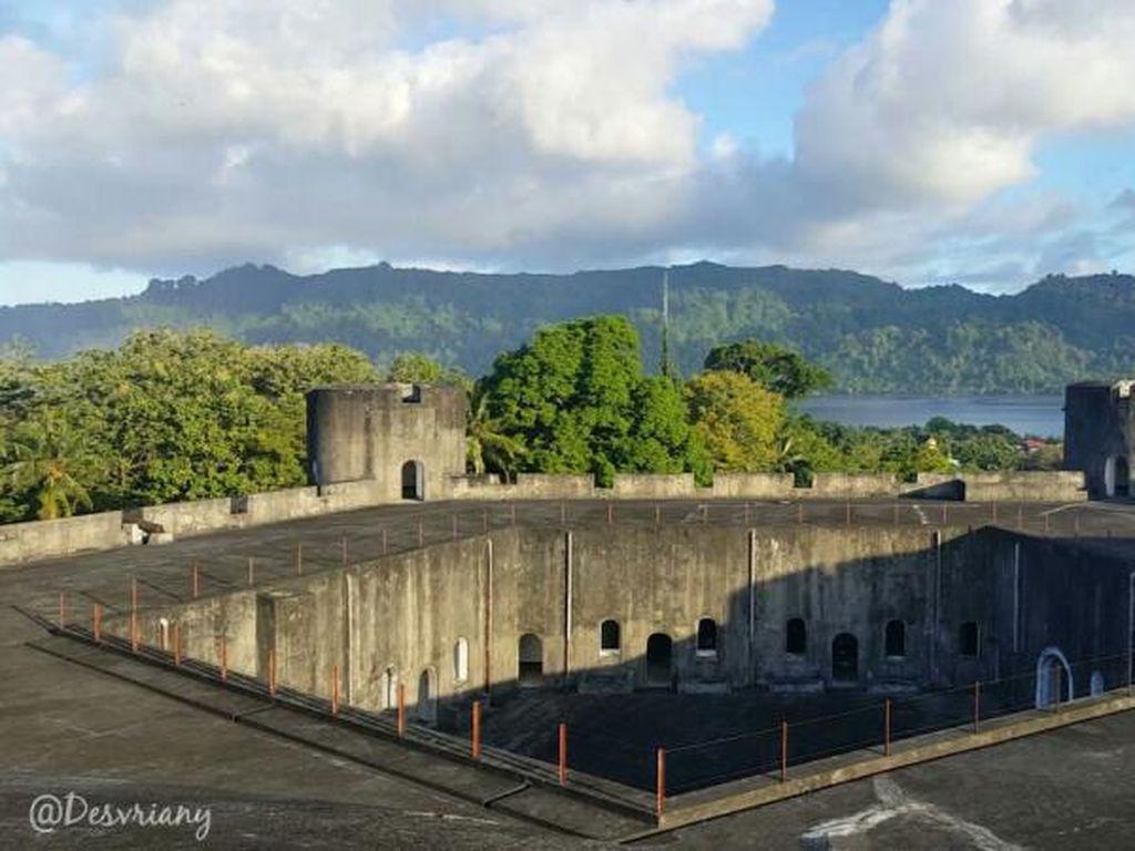 Benteng di Maluku Ini Tampak Seperti Pentagon di AS