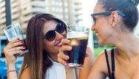 Kebiasaan meminum minuman bersoda juga bikin gendut lho. Sesekali sih boleh saja, tapi jika keseringan hingga satu sampai dua gelas per harinya akan berujung pada peningkatan risiko obesitas hampir 33 persen. (Foto: ilustrasi/thinkstock)
