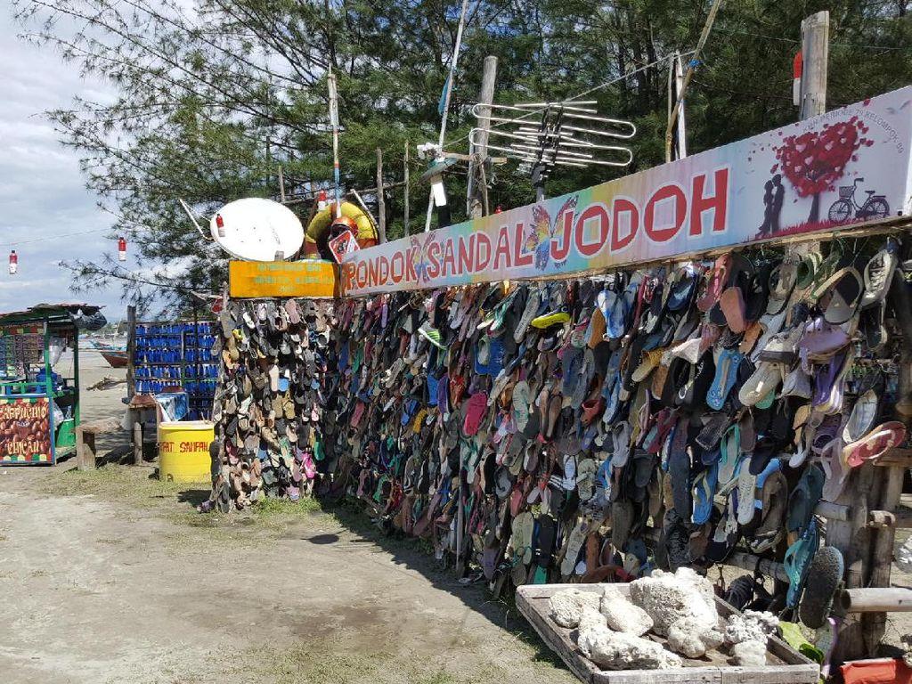 2 Pantai Lucu di Indonesia: Pantai Kutang dan Sandal Jodoh