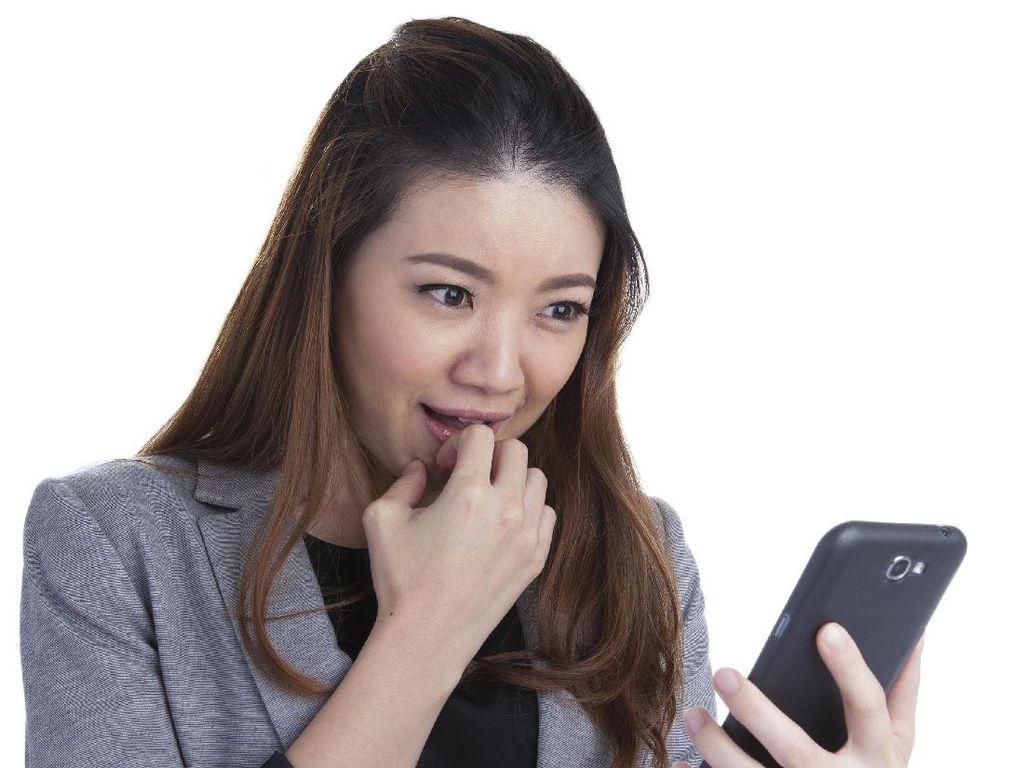 Duh, Stalking Facebook Mantan Kekasih di Tahun Baru Bisa Buat Depresi?
