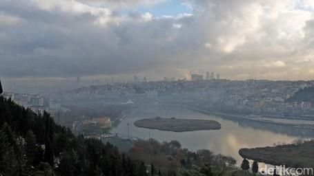 Melihat Dua Sisi Istanbul Dari Bukit Pierre Lotti