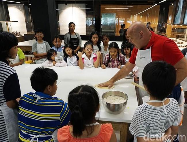 Intip Keseruan Anak-anak Belajar Bikin Pasta Bersama Chef dari Italia