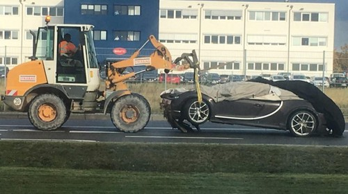 Duh, Bugatti Chiron Ini Masuk Selokan
