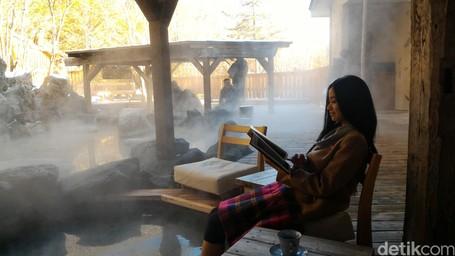 Cara Hangatkan Tubuh Di Tengah Pegunungan Salju Jepang: Spa Kaki