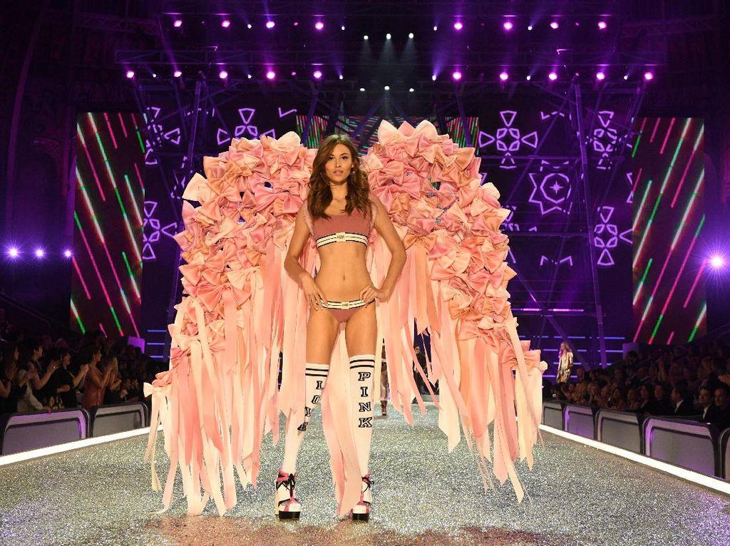 Cerita di Balik Proses Pembuatan Sayap Megah Fashion Show Victorias Secret