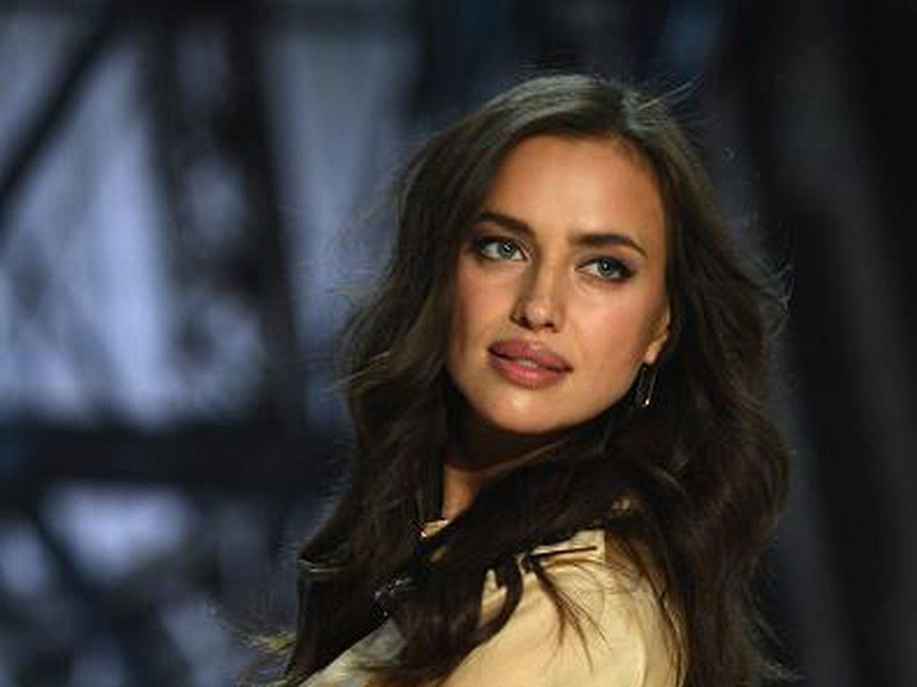 Foto: Penampilan Irina Shayk Jadi Model Victorias Secret Saat Hamil