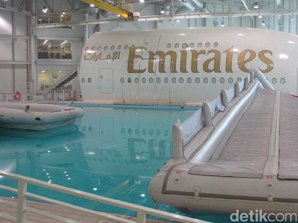 Foto Kolam Renang Pramugari Emirates